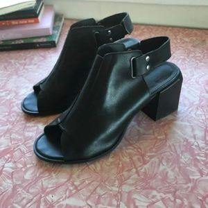 Topshop Sandal in Black